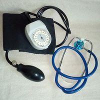 Тонометр и фонендоскоп для измерения давления