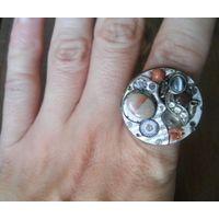 Кольцо в стиле стимпанк, с кошачьим глазом, золотым песком, морским камушком, стёклышком и кофейным зёрнышком :-)