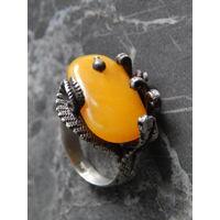 Кольцо с янтарем 925 проба, размер 17.