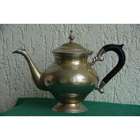Чайник латунный с серебрением , литой , толстостенный   ( высота 22 см , ширина 30 см )