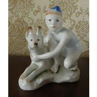 Мальчик с собакой 12 см автор Столбова ЛФЗ