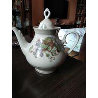 Большой фарфоровый Чайник объём 2 литра изготовитель БССР Минск .