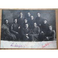 Фото группы товарищей. 1920-30 гг. Автографы. 16х22 см