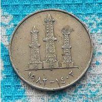 ОАЭ 50 филсоф. Нефтяные вышки. Большая монета, старый тип.
