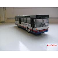 Автобус (модель) металлический. Открываются двери.
