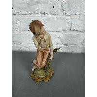 Статуэтка мальчик с букетом статуэтка осенний урожай Capodimonte Италия Бисквит Роспись