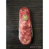 Старый советский перочинный нож на три предмета изготовлен в СССР шестидесятые годы.