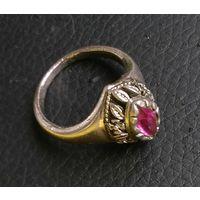 Кольцо перстень с камнем старенькое