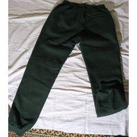 Брюки спортивные unisex, турецкой фирмы Athletic  M, на рост 170 -175см , 100% хлопок, темно зеленого цвета. Теплые на байке.