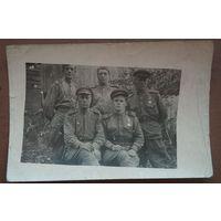 Фото группы военных с наградами. Польша. 1944 г. 6.5х10.5 см.