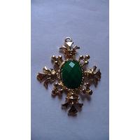"""Медальён """"Крест с зелёным камнем камнем"""" .  распродажа"""