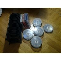 1 стойка для дисков (на 28 дисков), 5 банок, 12 коробок одиночных и 3 коробки двойные.