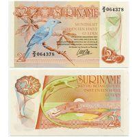 Суринам. 2.5 гульденов (образца 1985 года, P119, UNC)