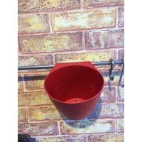 Контейнеры красные, можно использовать для приборов или приправ, качественный пластик - 2 шт (высота 12 см, ширина по верху 12 см). Пользовались 1 года, висят в квартире 2 года. Продаю в связи с перее