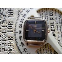 Q@Q,оригинальные фирменные часы,эксклюзив своего рода...