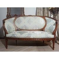 Антикварный диван