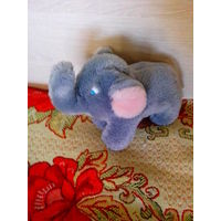 Мягкая игрушка-слоник.