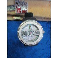 Часы Gucci кварцевые.