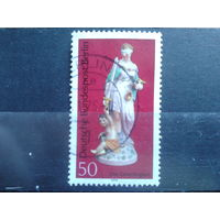 Берлин 1974 фарфоровая статуэтка, 18 век Михель-0,9 евро гаш.