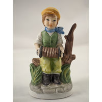 Винтажная статуэтка Мальчик с гармошкой. Capodimonte. Каподимонте.