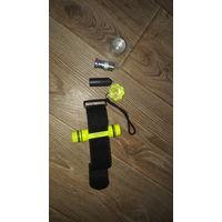 Подводный фонарь, фонарик на cree xm - l T6 led. Свет белый, корпус светло-желтый.   1. Тип LED  CREE XM - L T6 LED 2. Материал алюминиевый сплав + пластик 3. Глубина погружения   = 50m 4. Светлый цве