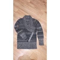 Красивый свитер 44 размер.