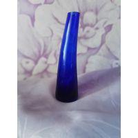 Ваза из толстого синего стекла. 15,5 см.