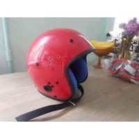 Шлем красный в отличном состоянии, вроде бы не пользовались, только дети по дому бегали. Размер не указан, предполагаю 55-58 где-то.