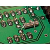 32768 Гц (32.768 кГц) - кварцевый резонатор часовой (мини-размер 2х8 мм, длина выводов 4...6мм)