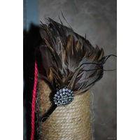 Обруч с перьями ручной работы, НОВЫЙ, как на фото. Хорошо под длинный волос. КРАСИВО!