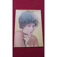 ДЕВУШКА ПОДМИГИВАЕТ-2- * -открытка сувенирная- из ГДР