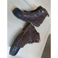 Крепчайшие американские  ботинки на кожаных шнурках и из лошадиной кожи привезённые  лётчиком  Витебского полка ВТА в 90-х из Америки