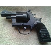 Пистолет. Пластмасса.