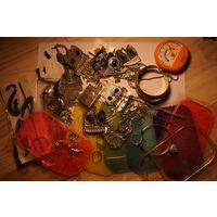 Куча всякой всячины (колечки, браслеты, коврики в машину, наклейки, цепочки, кулоны большие и малые)