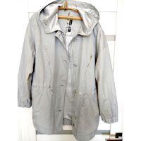 Женская фирменная куртка-ветровка. Примерно на 54 размер. Без торга.