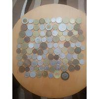 Монеты иностранные, больше 100 монет.
