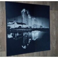Стеклянная панель ,Ночной город,- с креплениями. Размер 0.80х0.80 см