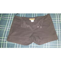 Женские шорты черного цвета. 44 размер. Фирма LOPEZ. Застегивается на 2 пуговицы и замок