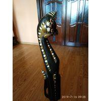 Большая фигура деревянного чёрного кота Польша.
