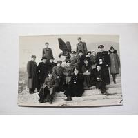 Фотография 1964 года, Пятигорск, военные и гражданские, размер 17,5*12 см.