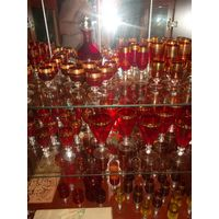 Красное стекло с позолотой(97шт+2 графина)СССР.