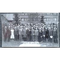 Фото участников собрания ветеранов ВОВ, ВС и труда НИИ ЭВМ.1990 г. 14х24.5 см.