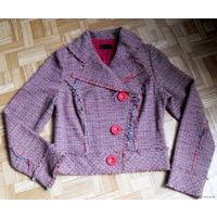 Фирменный пиджак - жакет - куртка ( Италия)   В составе шерсть.