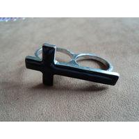 Оригинальное двойное кольцо в готическом стиле. Черная эмаль. Покрытие серебро.4,5х2 см.1ё8=19р.