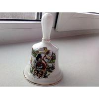 Фарфоровый колокольчик с изображениями достопримечательностей, Шотландия. 10 см.