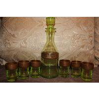 Графин и шесть рюмок, зелёное стекло, времён СССР, хорошее состояние.