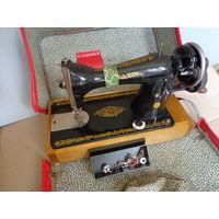 Подольская швейная машинка ручная в чемодане