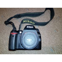 Зеркалка Nikon D40