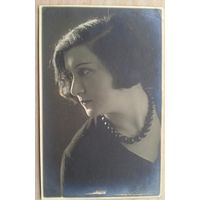 Фото дамы в профиль. 1930-е. 8х13 см.