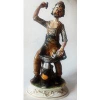 Большая статуэтка кузнец старая Италия